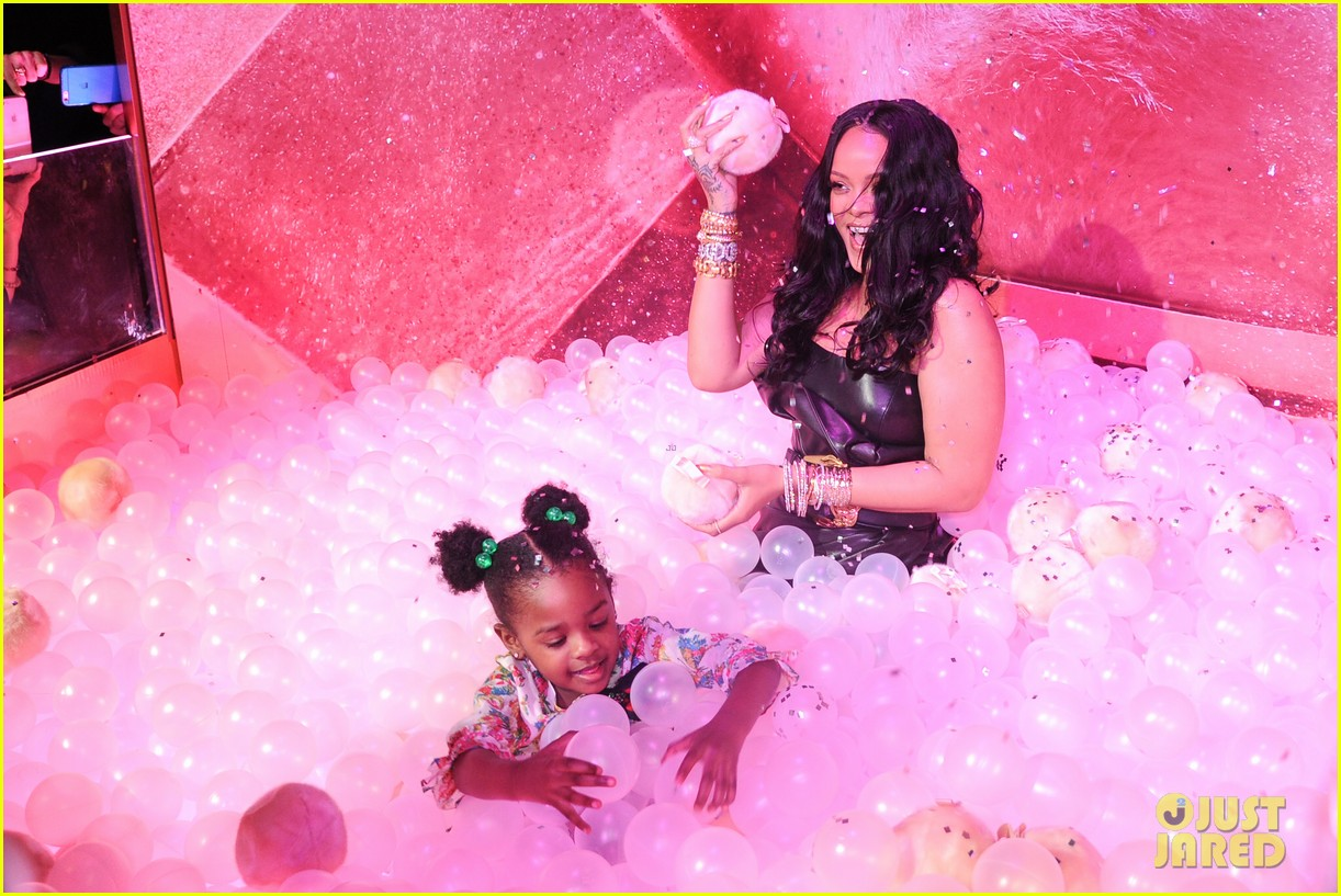 rihanna plays with niece majesty at makeup launch 044060736