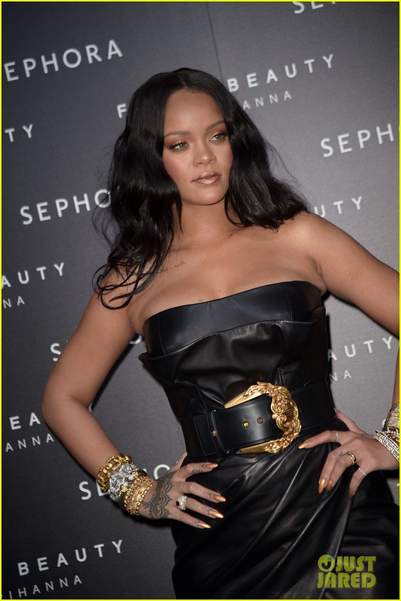 rihanna plays with niece majesty at makeup launch 094060741