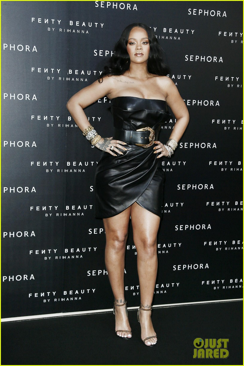 rihanna plays with niece majesty at makeup launch 114060743