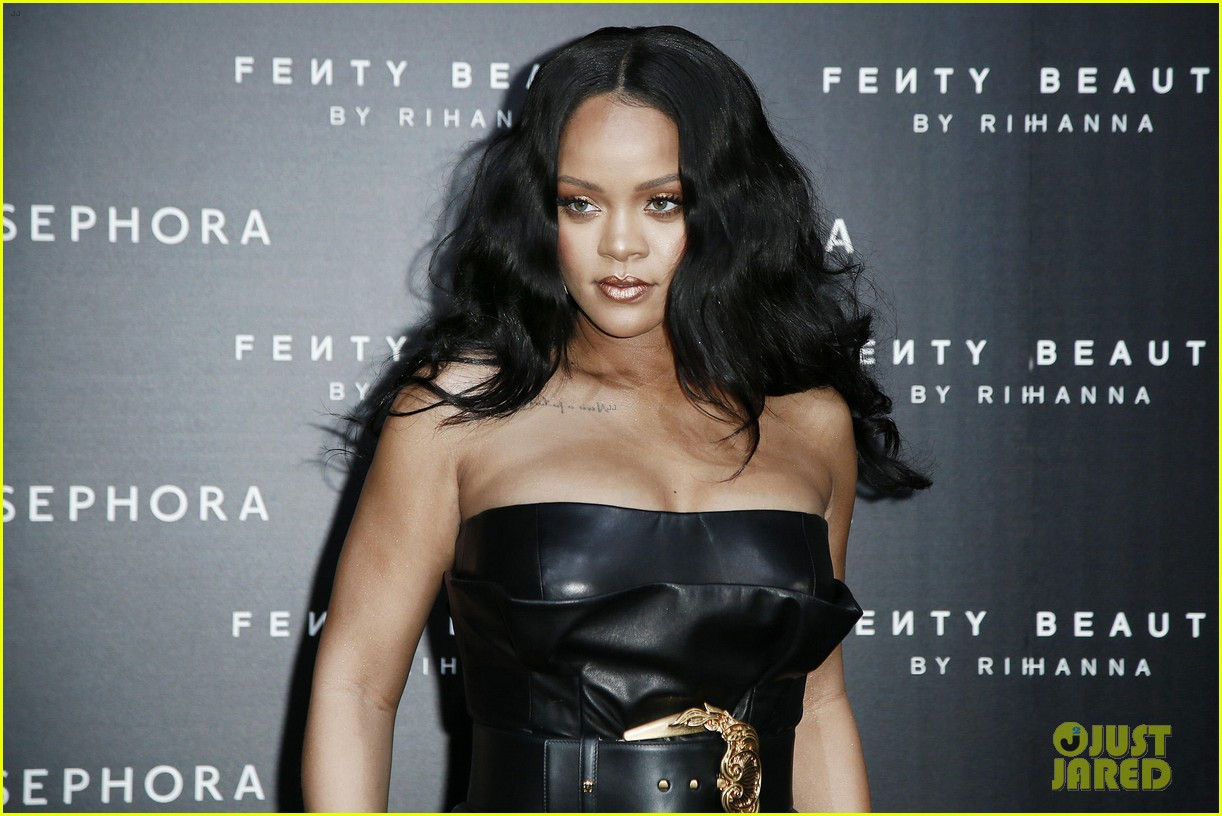 rihanna plays with niece majesty at makeup launch 164060748