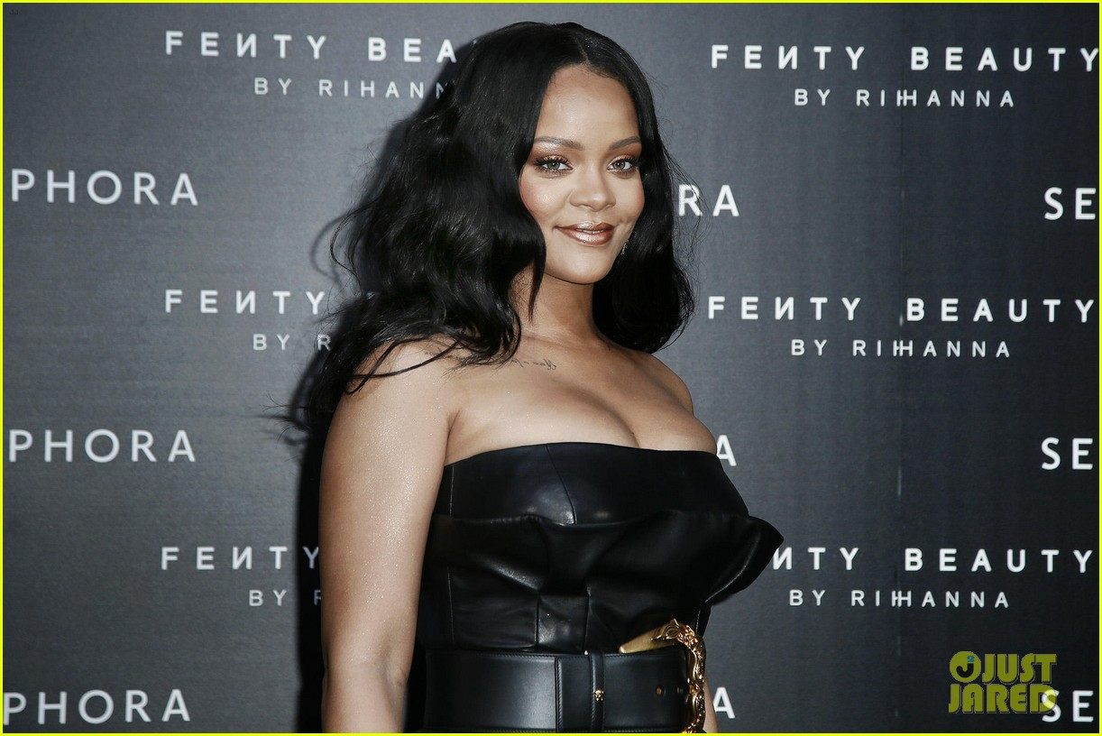 rihanna plays with niece majesty at makeup launch 174060749