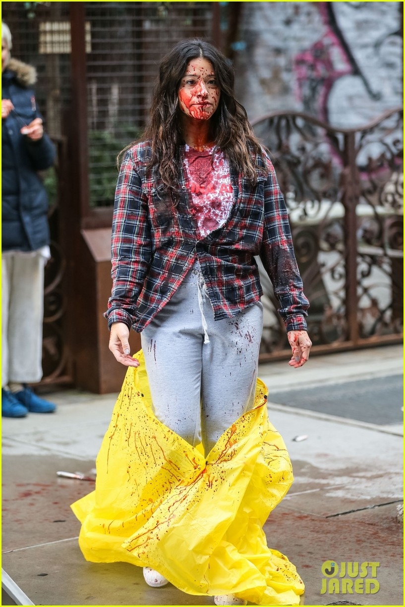 gina rodriguez gets covered in blood on someone great set 044062155