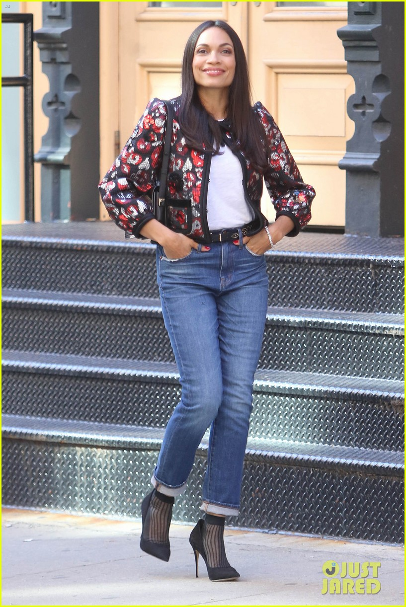 gina rodriguez rosario dawson goof off on set 014067490