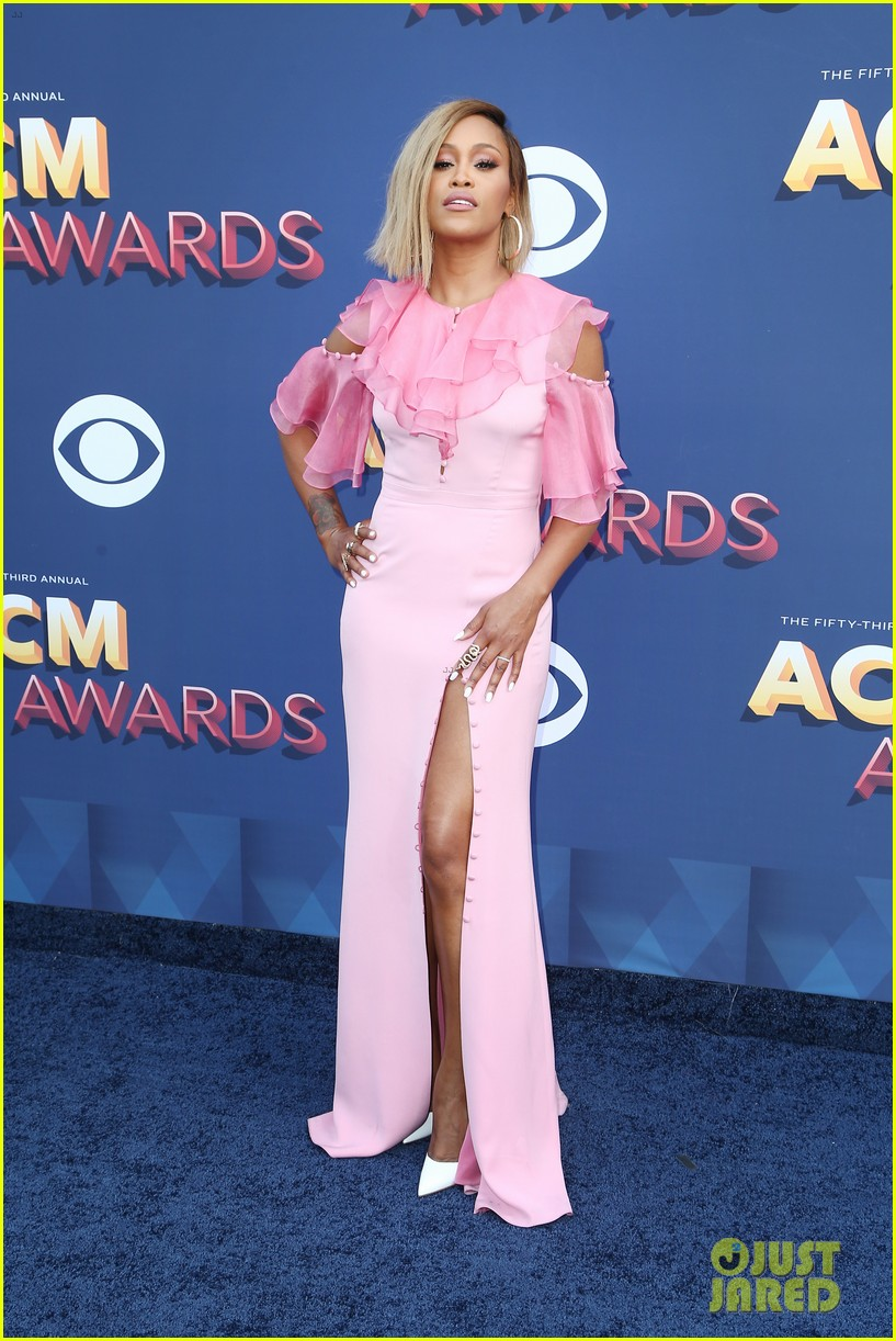 rebecca romijn jerry oconnell acm awards 2018 104065565