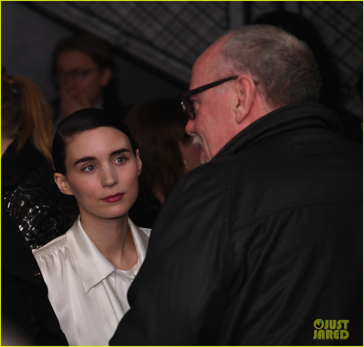 rooney mara supports joaquin phoenix at premiere 024059705