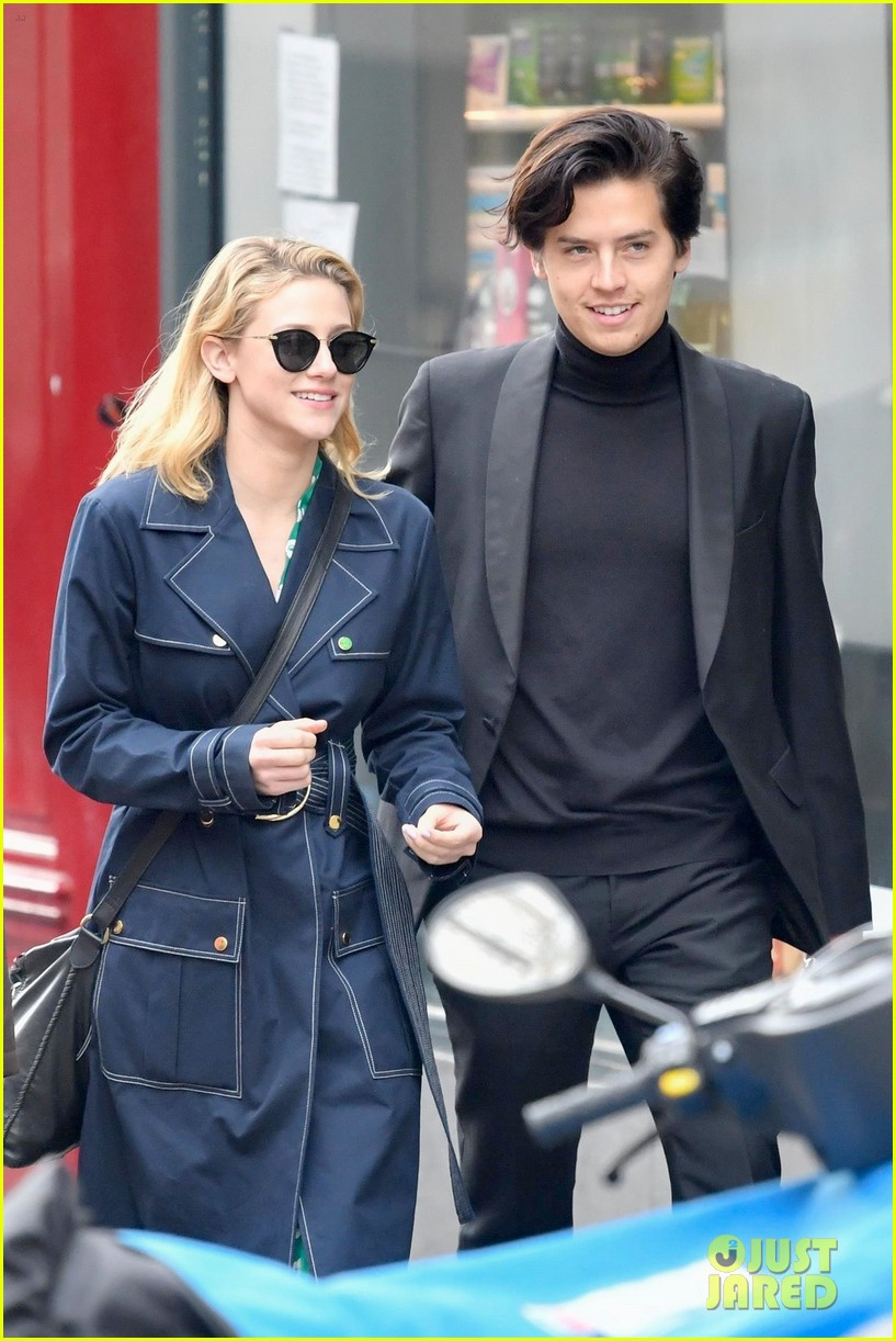 Cole Sprouse Amp Lili Reinhart Go Sightseeing With