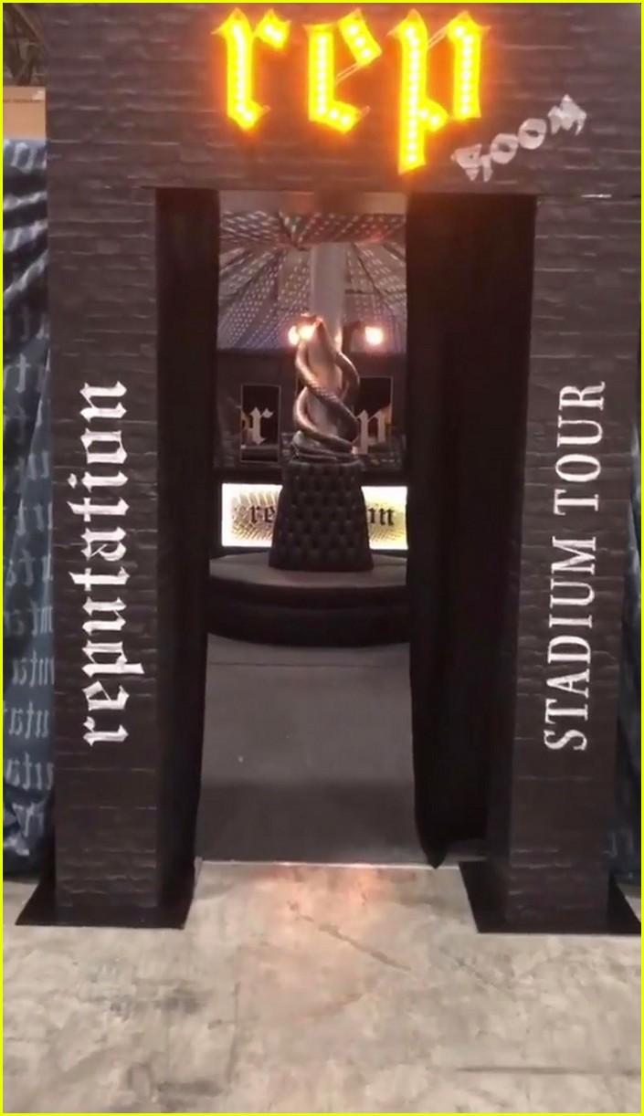 Taylor Swift Reveals Reputation Tour Backstage Rep Room Photo 4073871 Reputation Tour