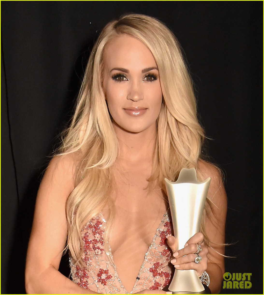 carrie underwood acm awards dress change 034065637