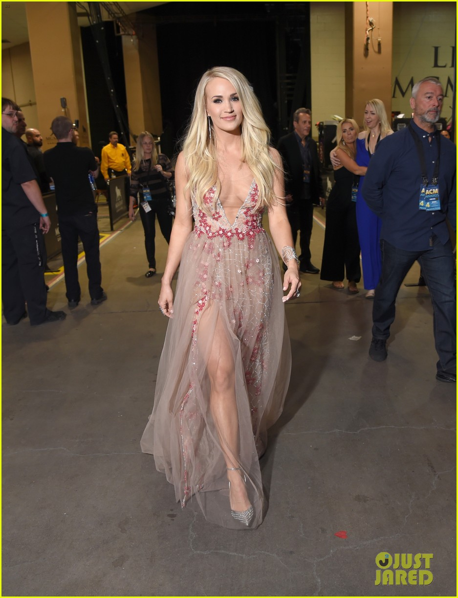 carrie underwood acm awards dress change 044065638