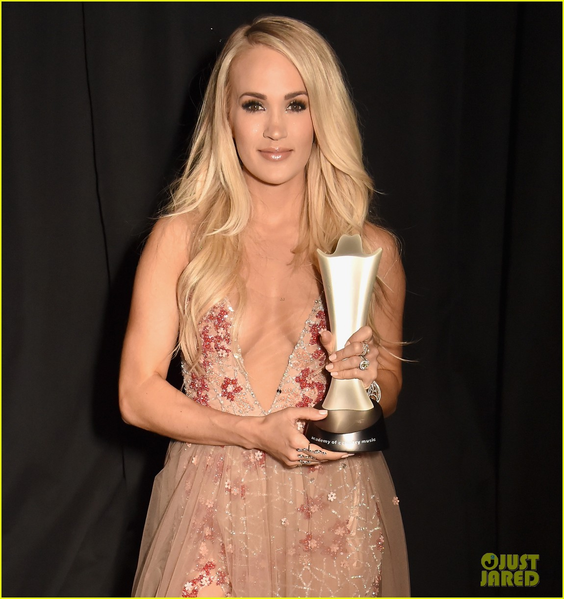 carrie underwood acm awards dress change 054065639