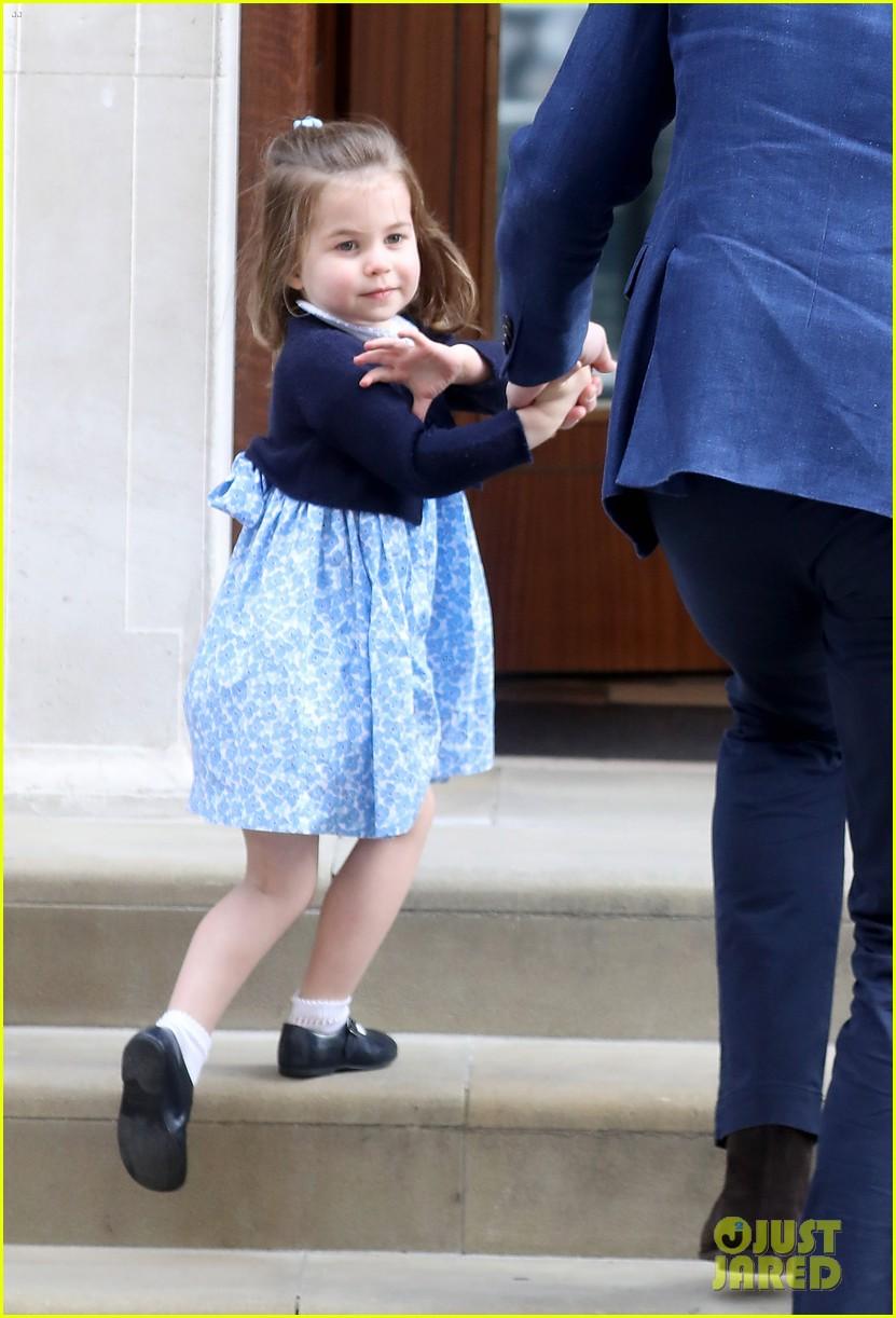 prince george princess charlotte visit baby brother 054069401