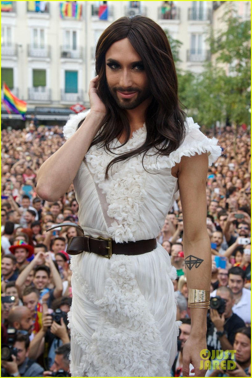 conchita wurst reveals hiv diagnosis 024065668