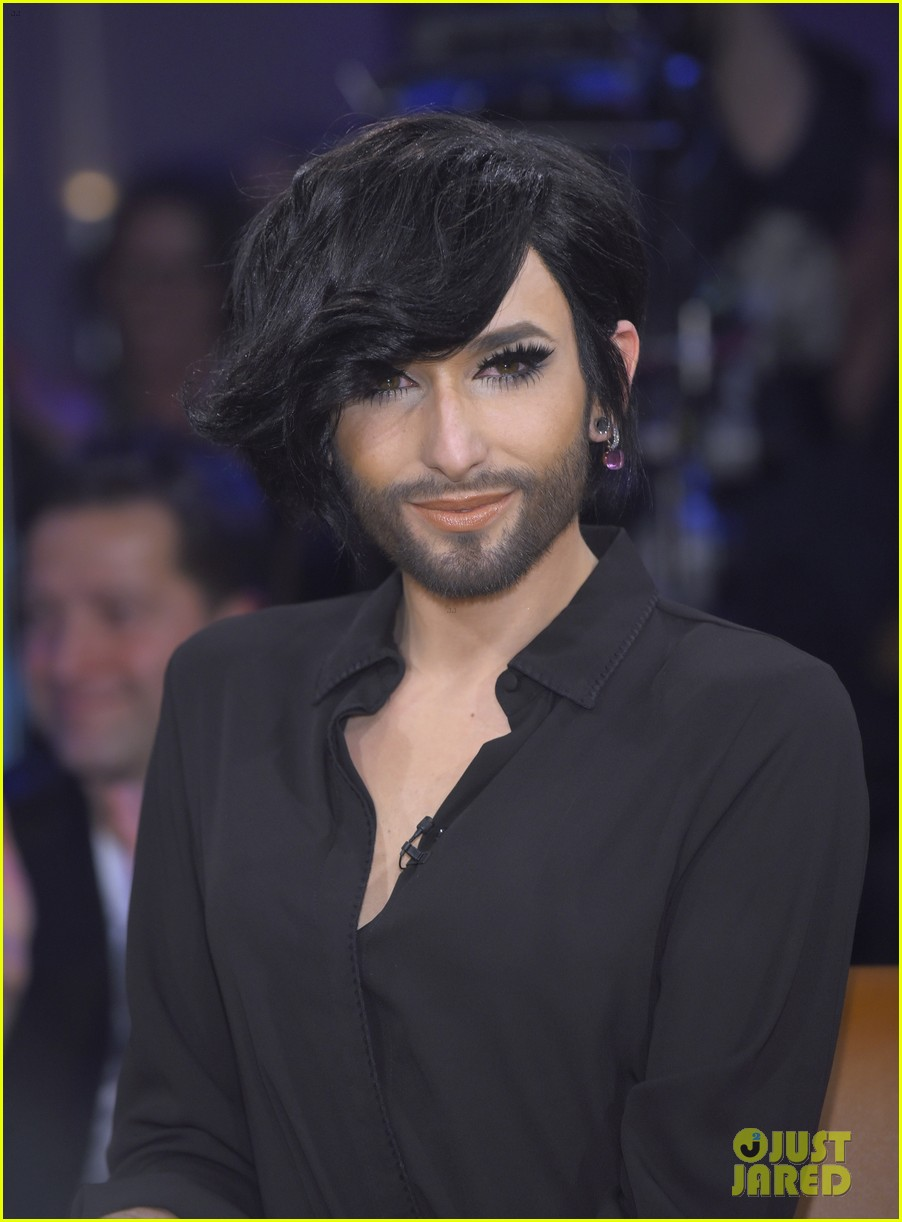 conchita wurst reveals hiv diagnosis 044065670