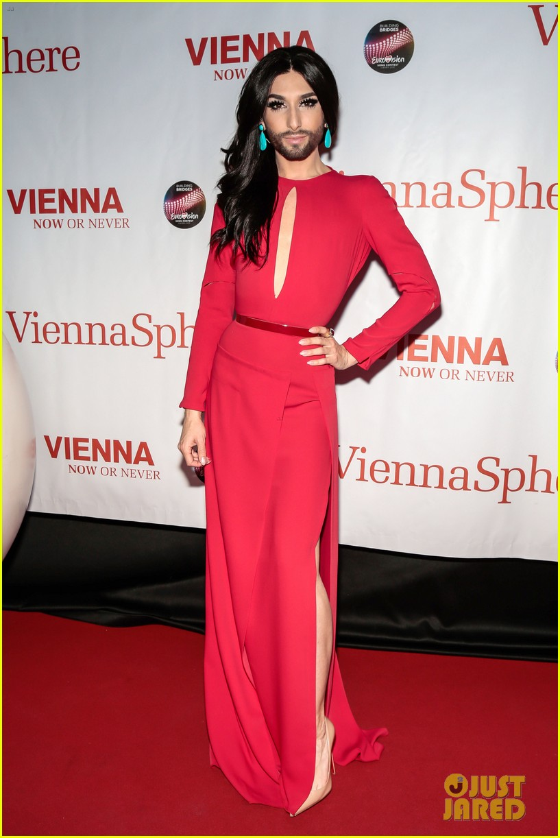 conchita wurst reveals hiv diagnosis 054065671