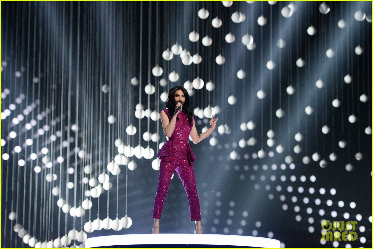 conchita wurst reveals hiv diagnosis 094065675