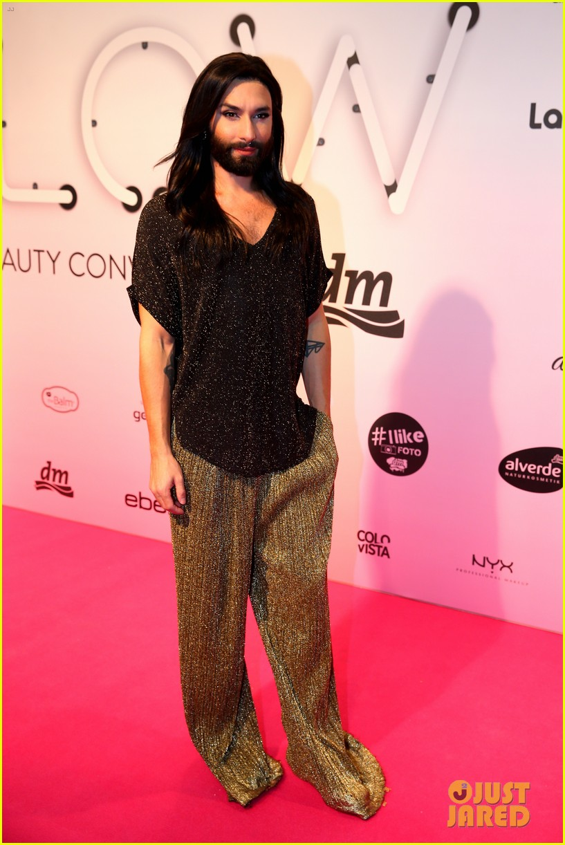conchita wurst reveals hiv diagnosis 194065685