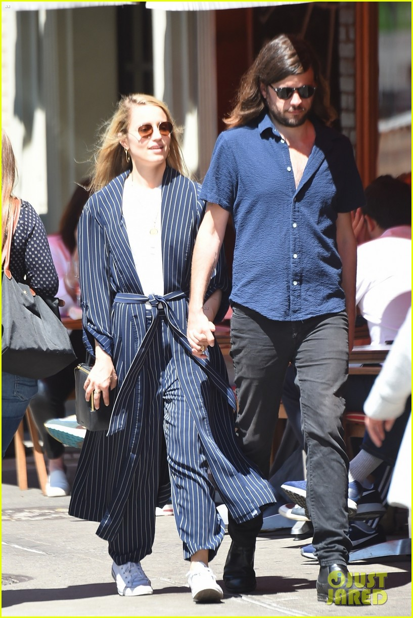 dianna agron winston marshall match in navy clothing 054090633