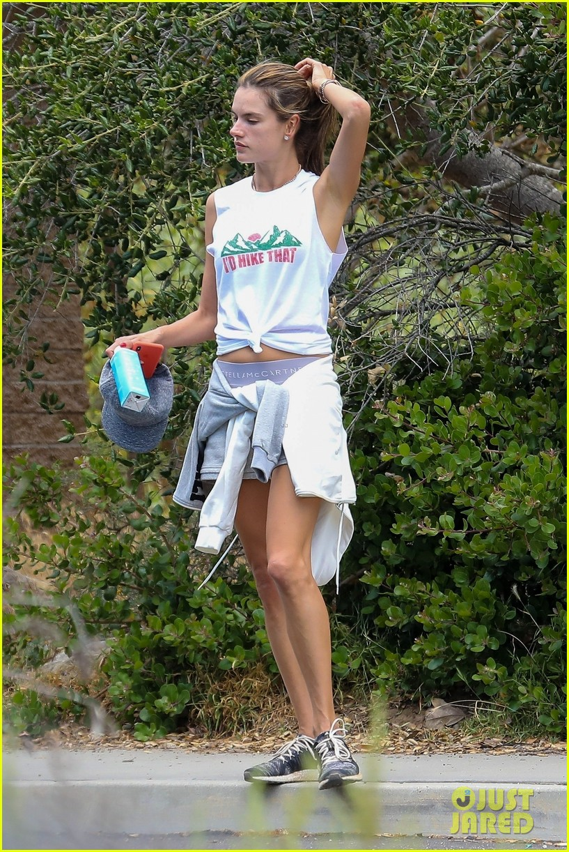 alessandra ambrosio goes hiking with producer raul guterres 014091532