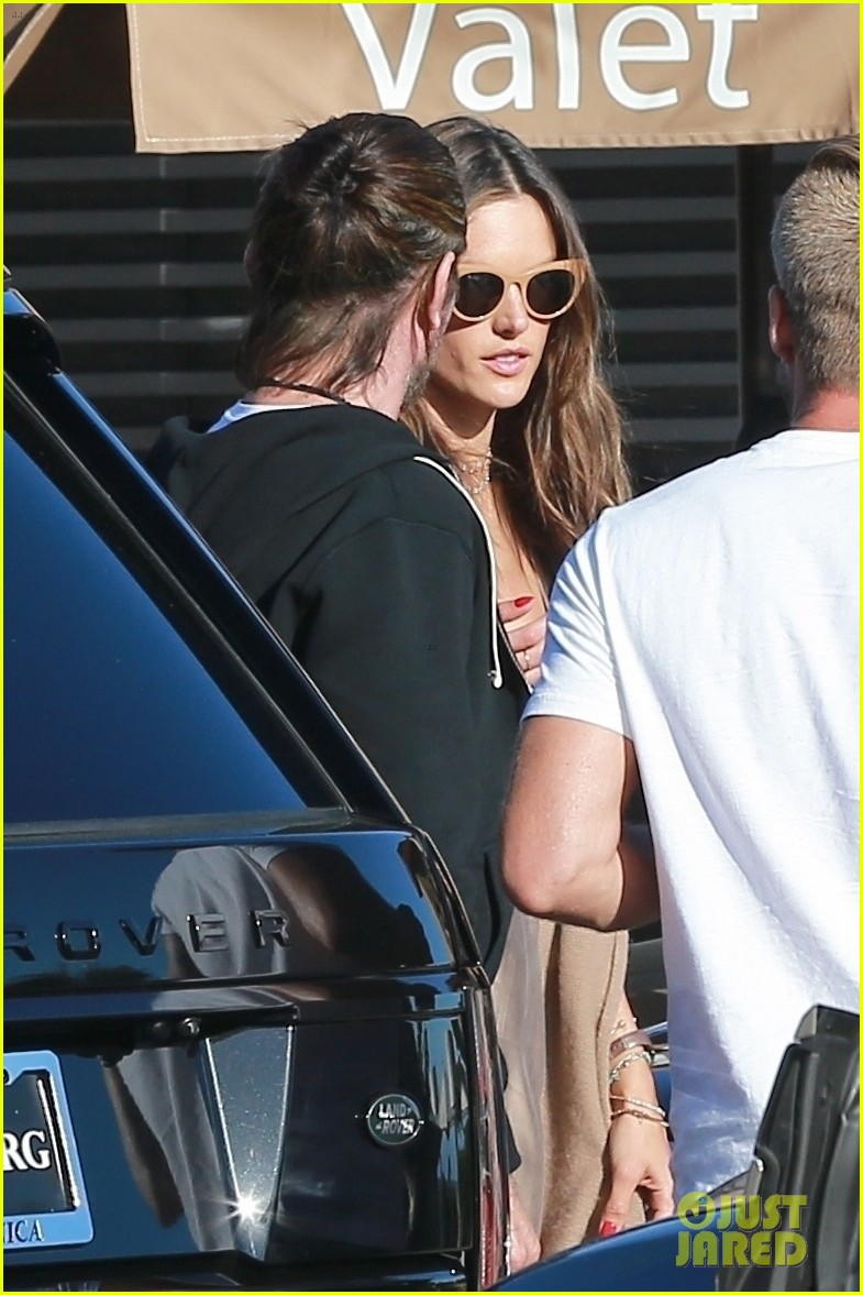 alessandra ambrosio goes hiking with producer raul guterres 024091533