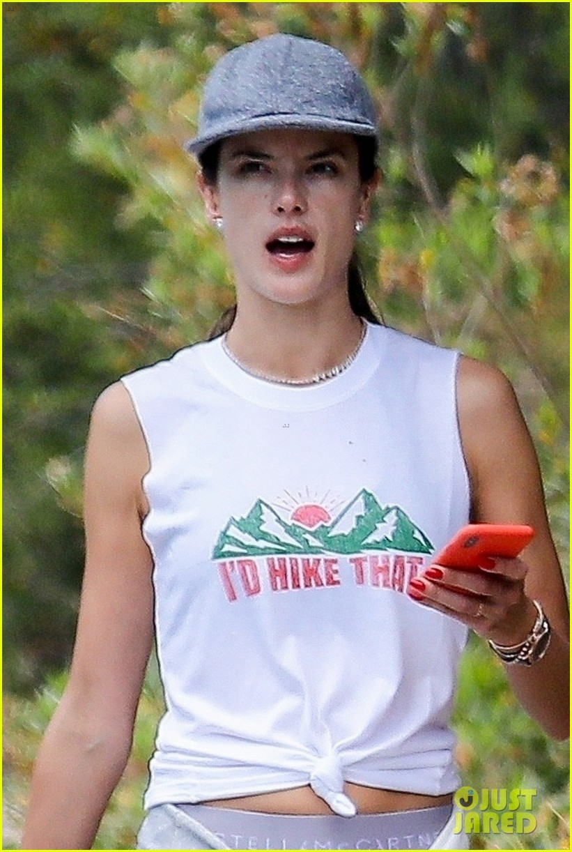 alessandra ambrosio goes hiking with producer raul guterres 084091539