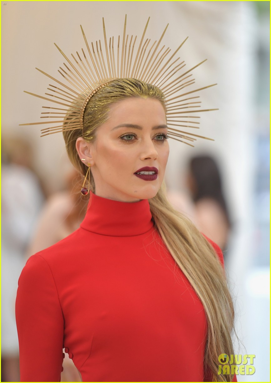 Amber Heard Is Radiant In Red At Met Gala 2018 Photo