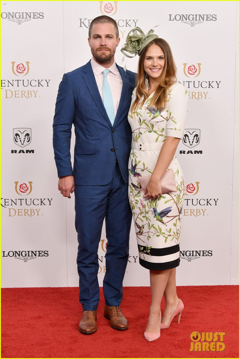 stephen amell emily bett rickards kentucky derby 014077226