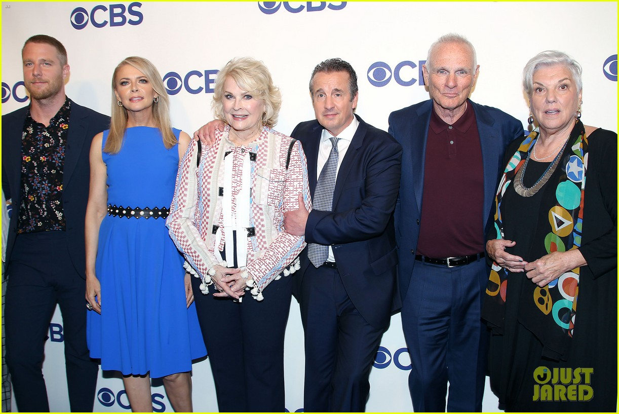 candice bergen murphy brown cast reunite at cbs upfronts 2018 044084347