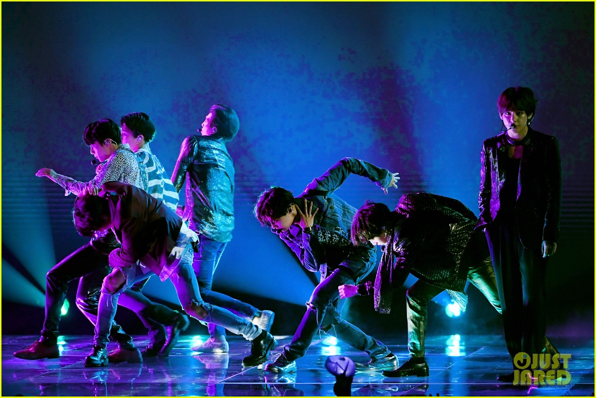 bts deliver epic performance of 39 fake love 39 at billboard. Black Bedroom Furniture Sets. Home Design Ideas