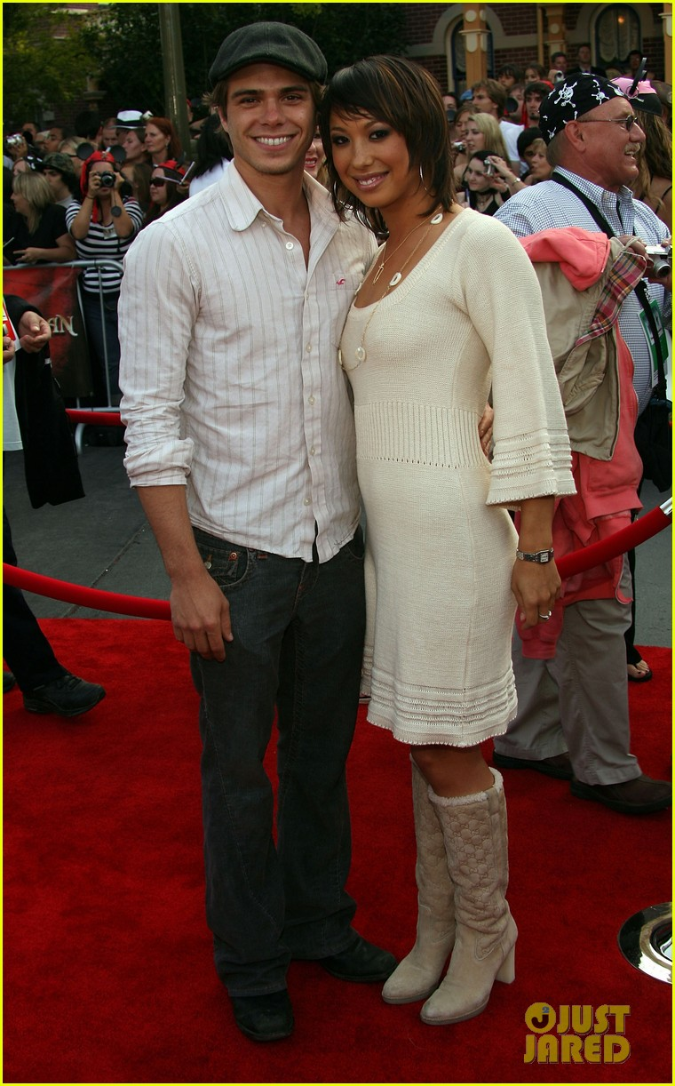 cheryl burke is engaged to matthew lawrence 034076715
