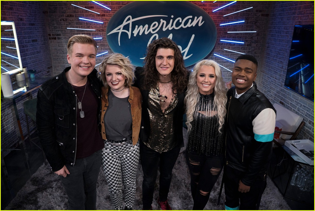 which 2 american idol contestants are dating