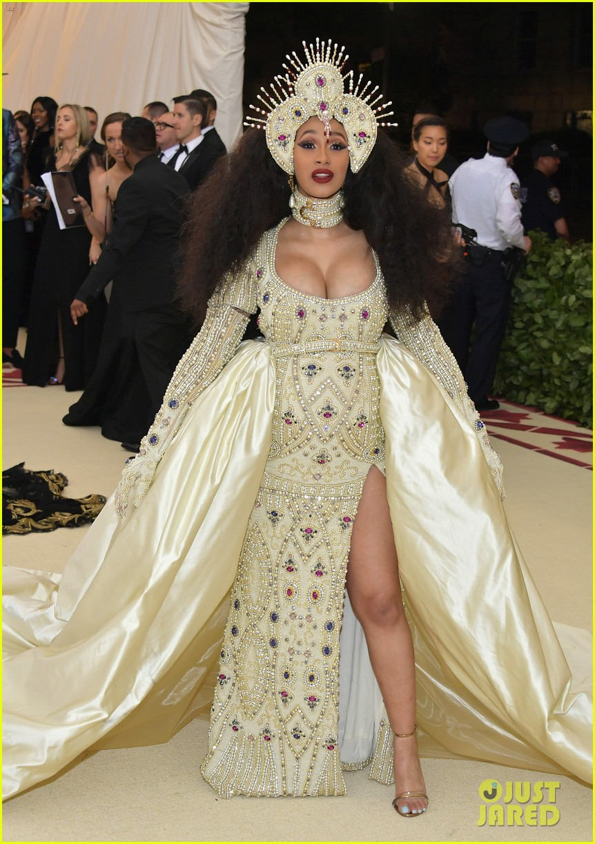 Pregnant Cardi Looks Heavenly Met Gala