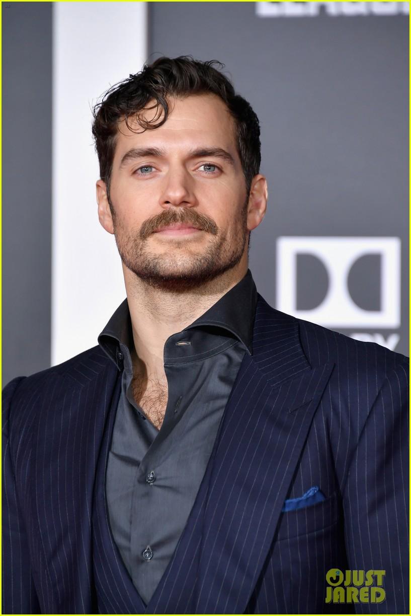 henry cavill mustache 044083254