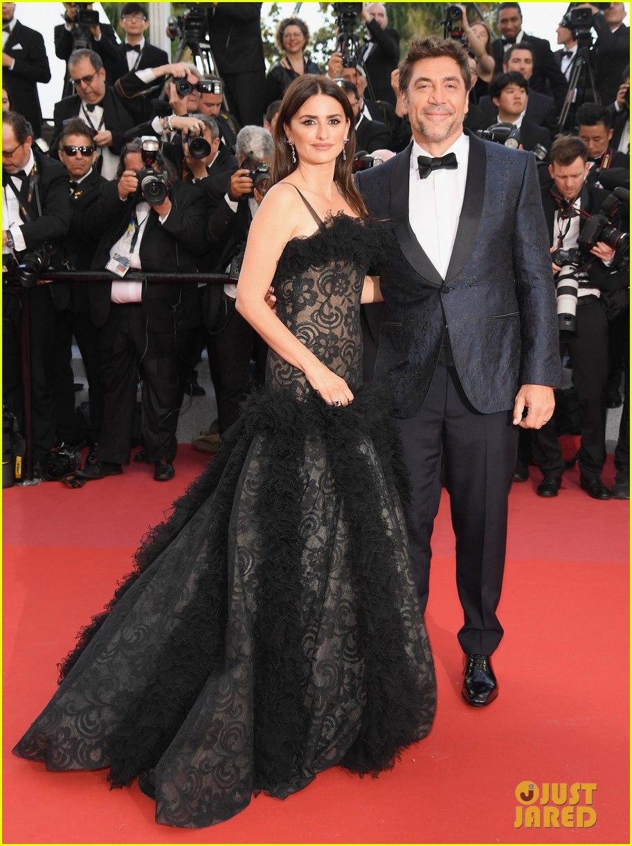 Penelope Cruz & Javier Bardem Premiere 'Everybody Knows' at