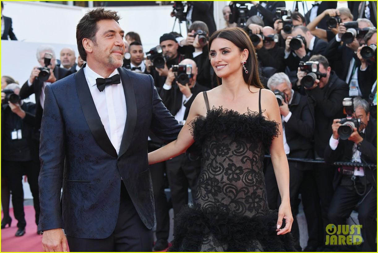 Penelope Cruz gets Cannes chic