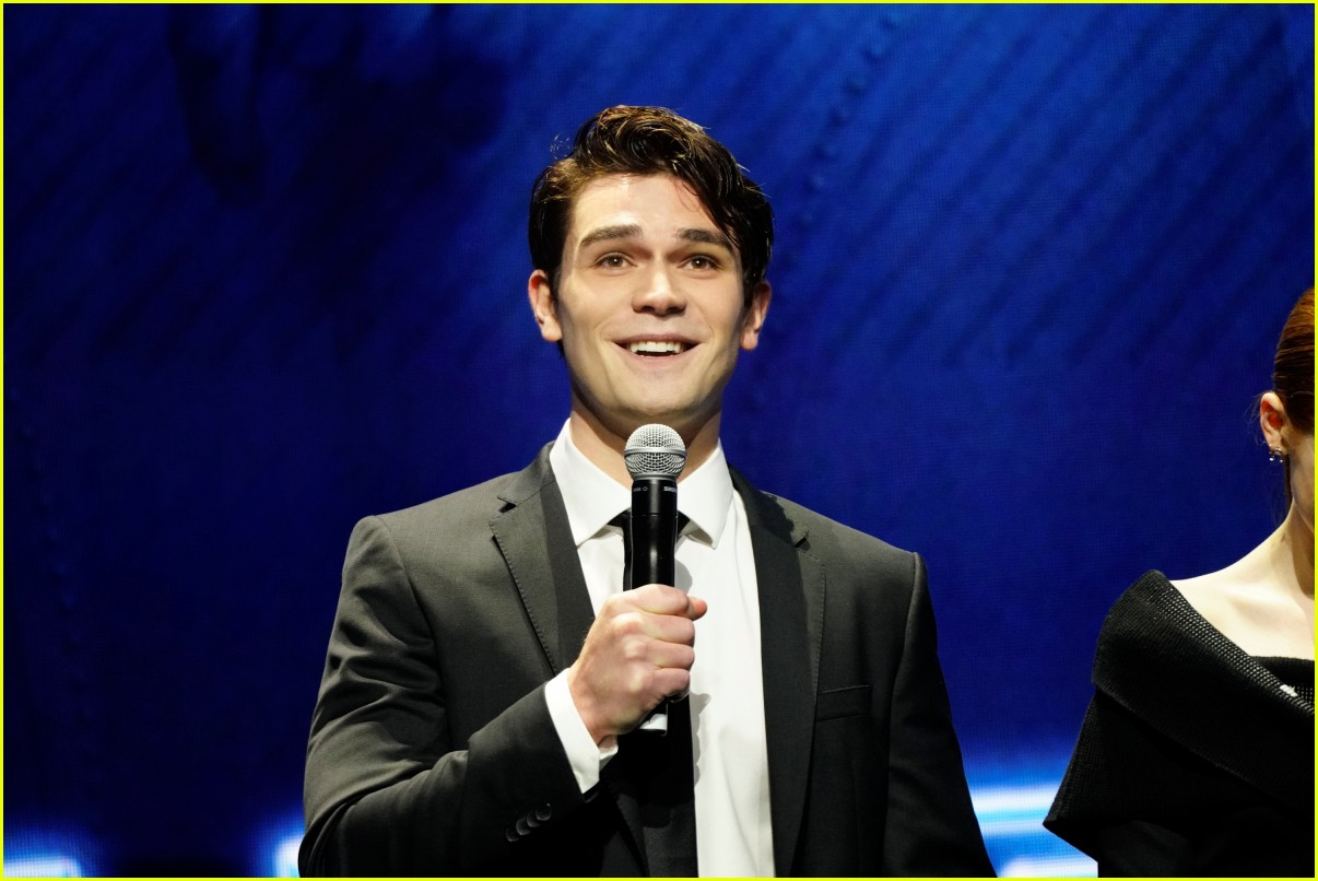 riverdale cast teams up for the cws upfront party 2018 404085873