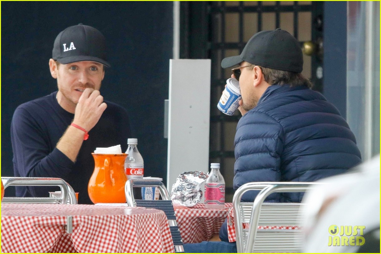 leonardo dicaprio and kevin connolly grab a bite together 014090505