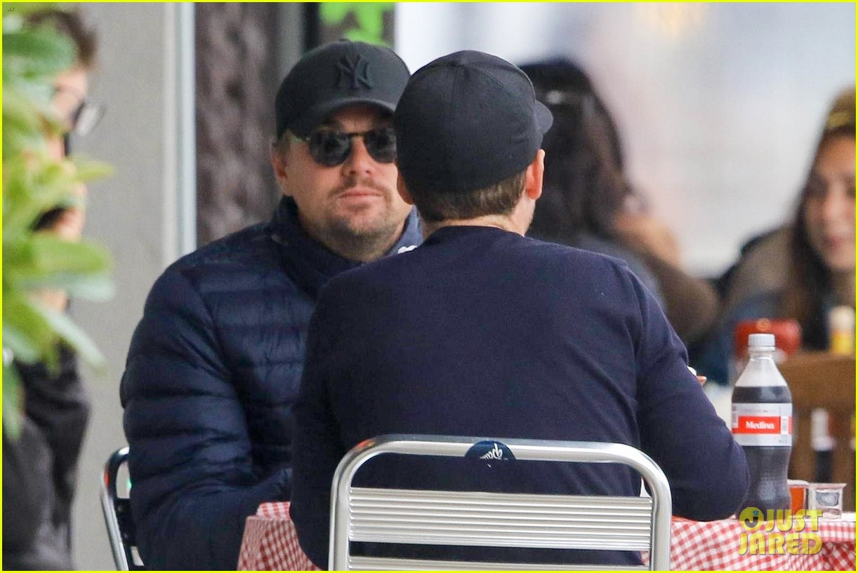 leonardo dicaprio and kevin connolly grab a bite together 044090508