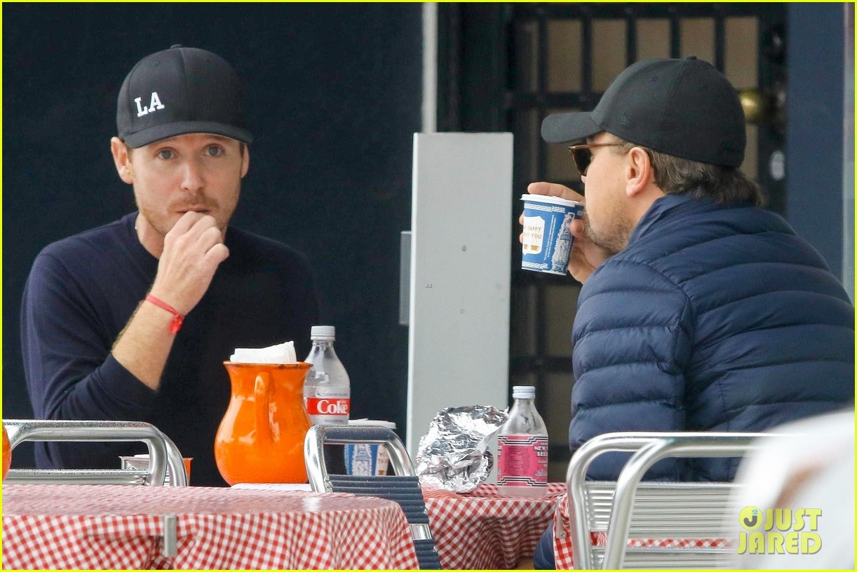 leonardo dicaprio and kevin connolly grab a bite together 064090510