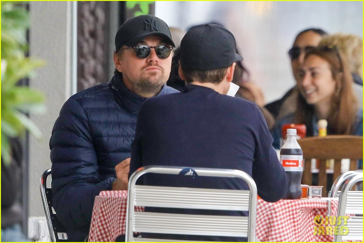 leonardo dicaprio and kevin connolly grab a bite together 074090511