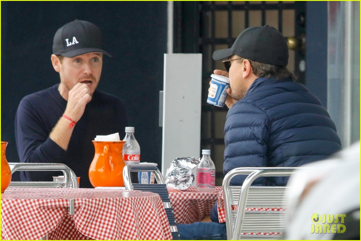 leonardo dicaprio and kevin connolly grab a bite together 084090512