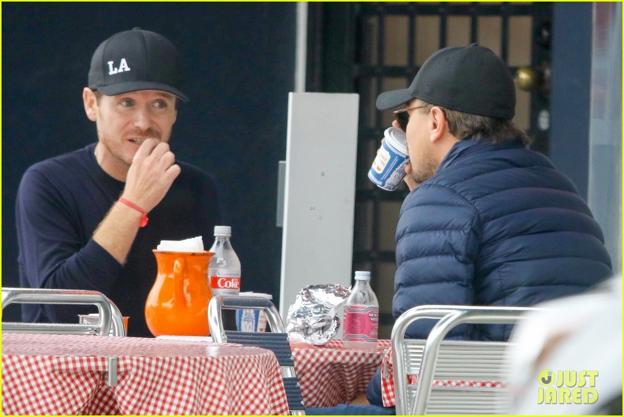 leonardo dicaprio and kevin connolly grab a bite together 104090514