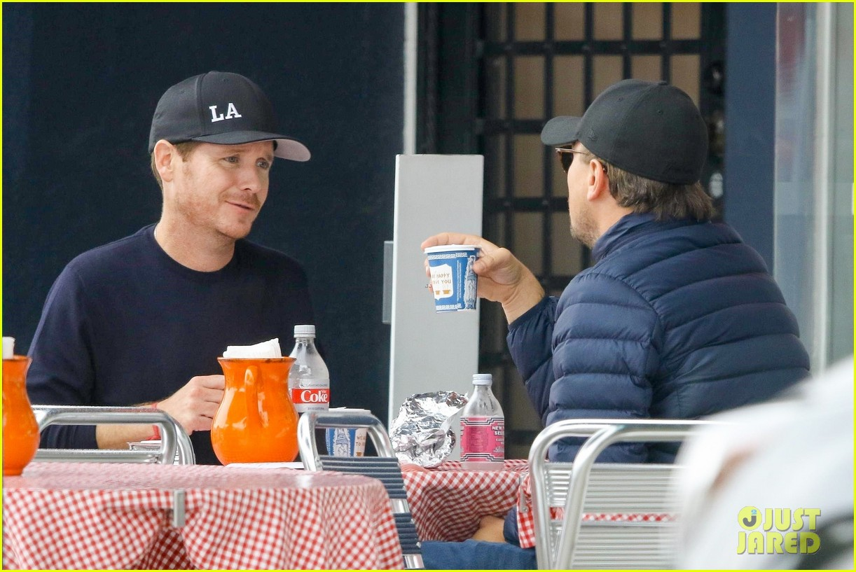 leonardo dicaprio and kevin connolly grab a bite together 154090519
