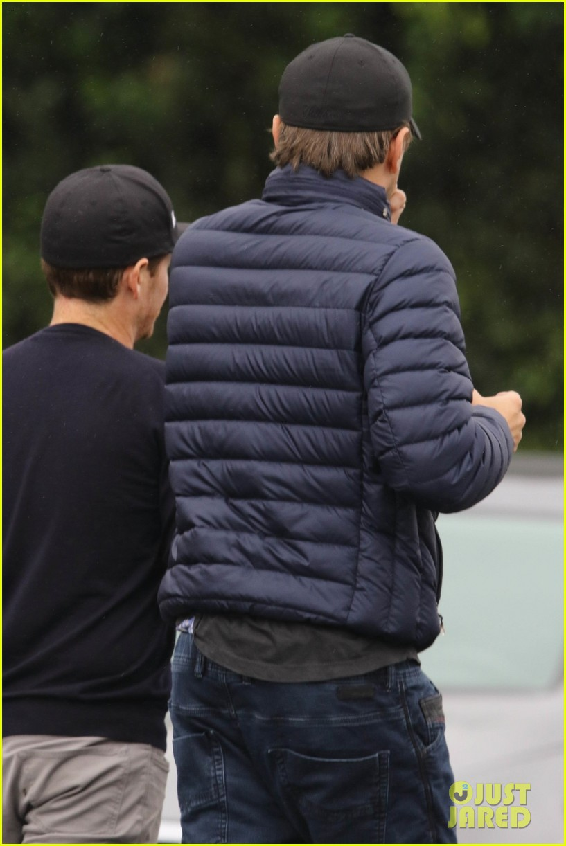 leonardo dicaprio and kevin connolly grab a bite together 164090520