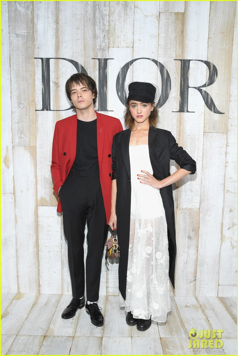 natalia dyer charlie heaton couple up christian dior collection photo call 014091043