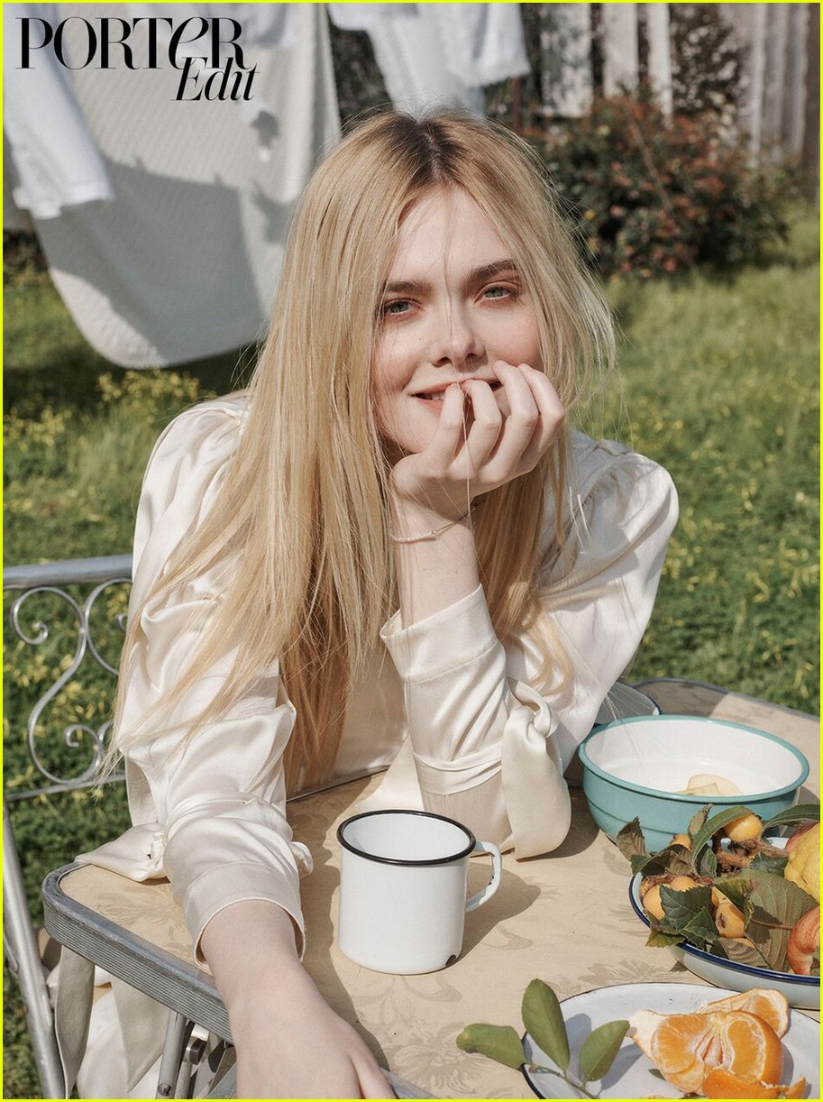 elle fanning spit on and made out with extras while filming how to talk to girls at parties 034076964