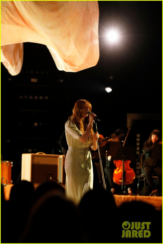 florence the machine debut hunger live on the voice 064089554
