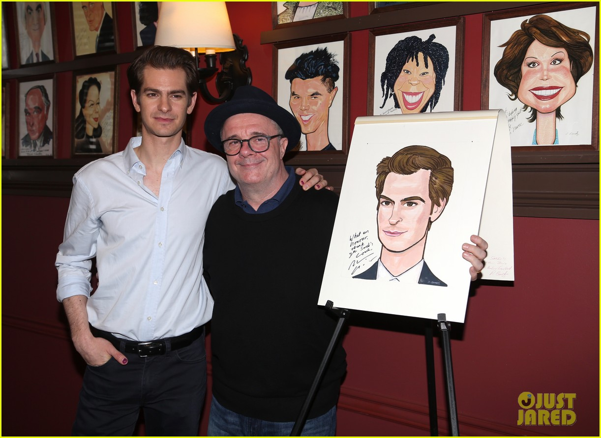 andrew garfield has best reaction to sardis caricature unveiling 044093610