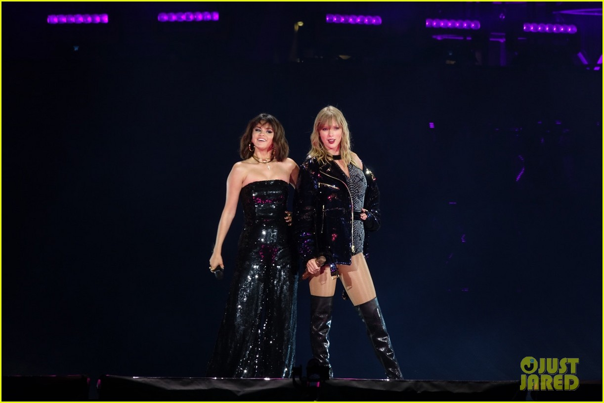 selena gomez makes surprise appearance at taylor swift reputation tour show 134087028