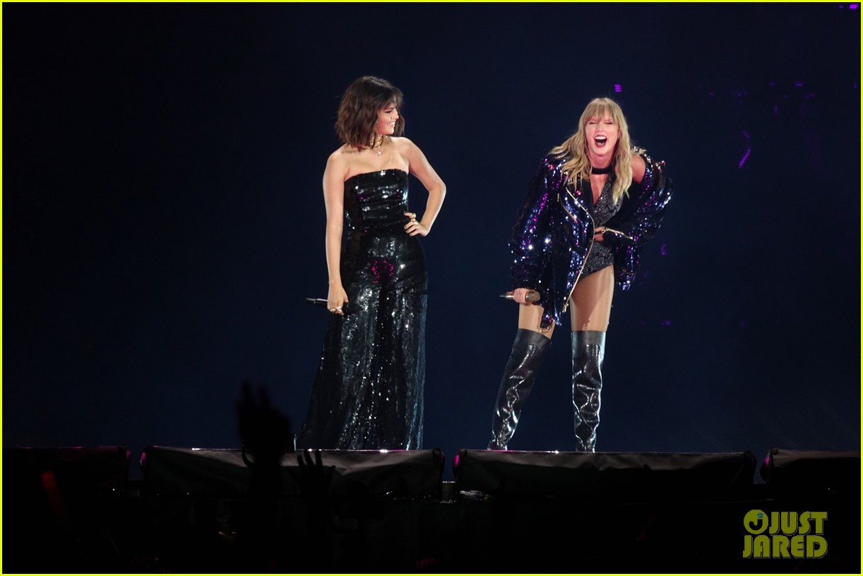 selena gomez makes surprise appearance at taylor swift reputation tour show 184087033