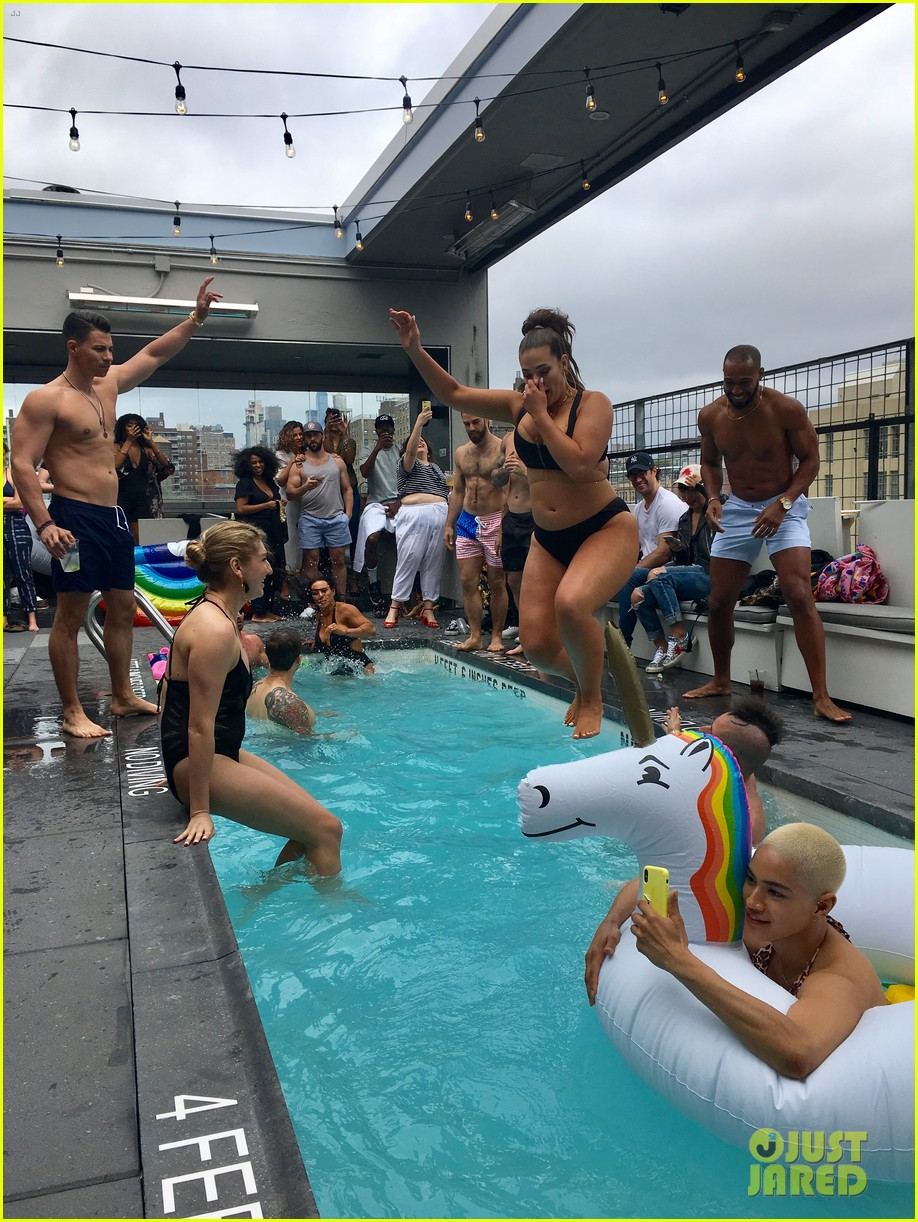 ashley graham hosts swim 4 alls mdw pool party 2018 094092354
